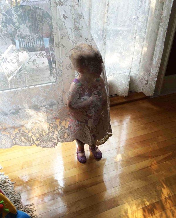 Hide Seek Kids: 13 Kids Who Need Some More Practice At Hide-And-Seek