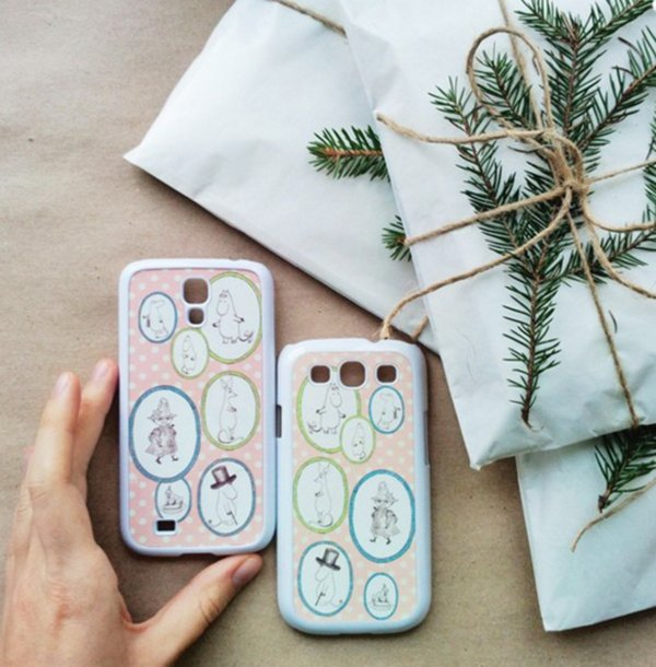 moomin-decor-phone-case