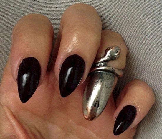 nails-snake