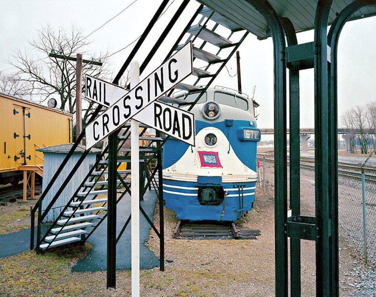 train-crossroad