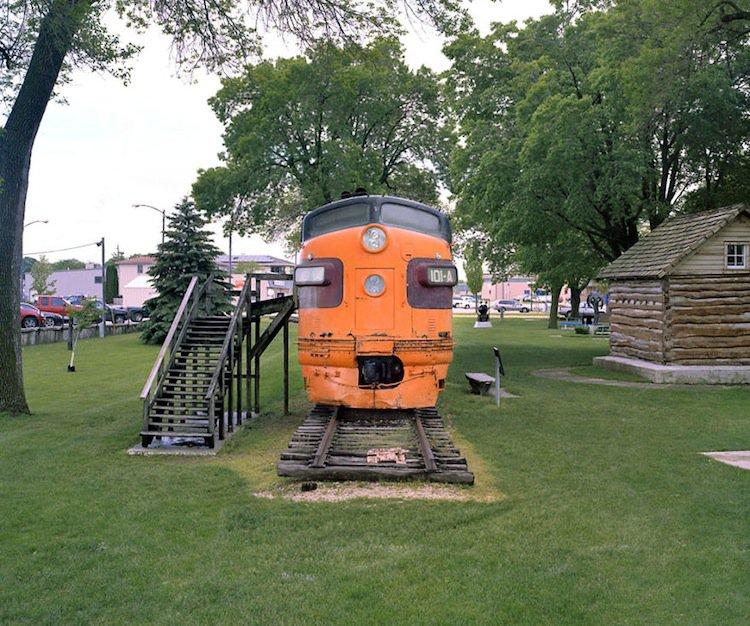 train-orange