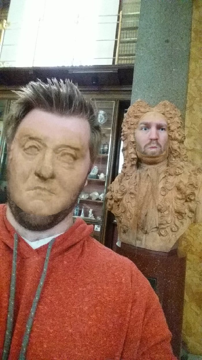 museum-face-swaps-powdered-wig
