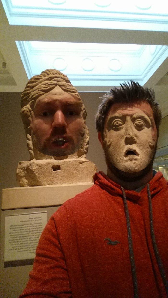 museum-face-swaps-statue