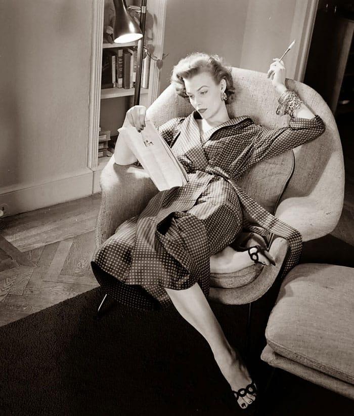 nina-leen-vintage-photos-robe