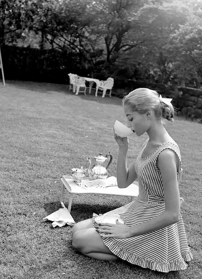 nina-leen-vintage-photos-tea