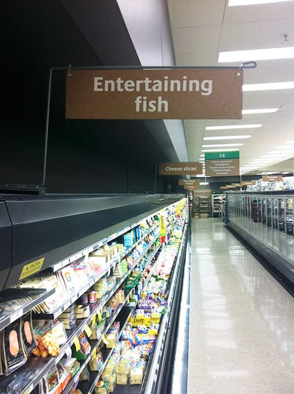 supermarket-fails-entertaining-fish