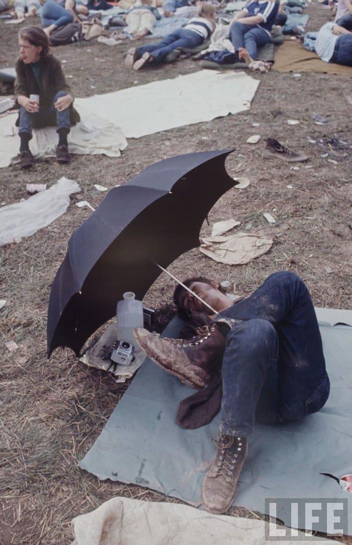 1969-woodstock-music-festival-sit