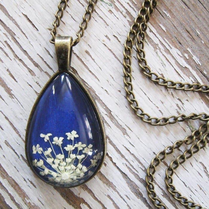 blue-oval-white-flower