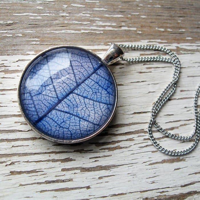 circle-dark-blue-leaf