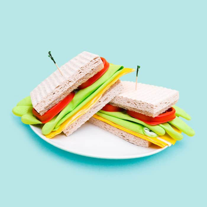 fake-food-out-of-household-items-dishes-sammich