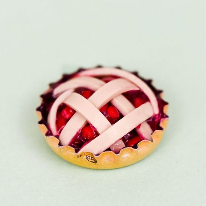 fake-food-out-of-household-items-pie-cap