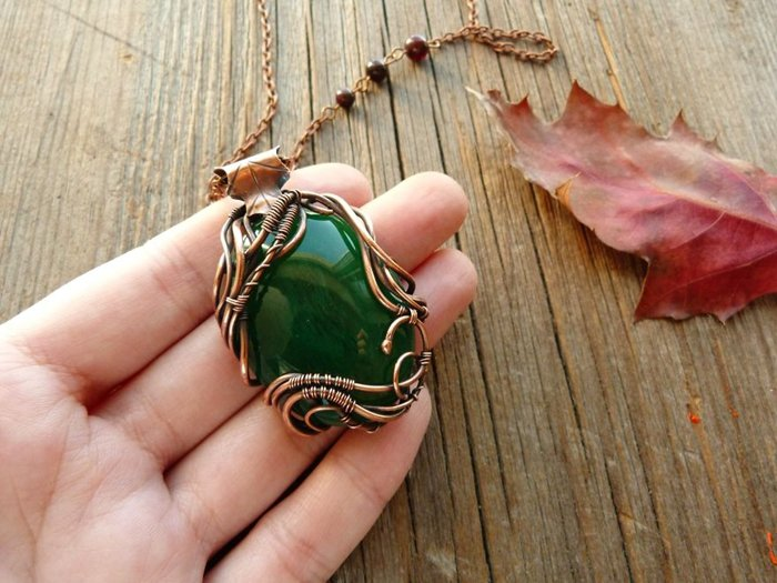 forest-inspired-jewelry-necklace-leaf-detail