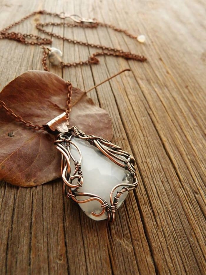 forest-inspired-jewelry-pendant-leaf-detail-vine-swirls