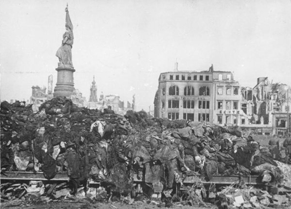 historical-photos-bodies-await-cremation-bombing-of-dresden-1945