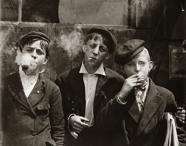 historical-photos-child-laborers-cigarettes-1910