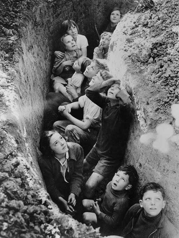 historical-photos-children-take-cover-trench-1940