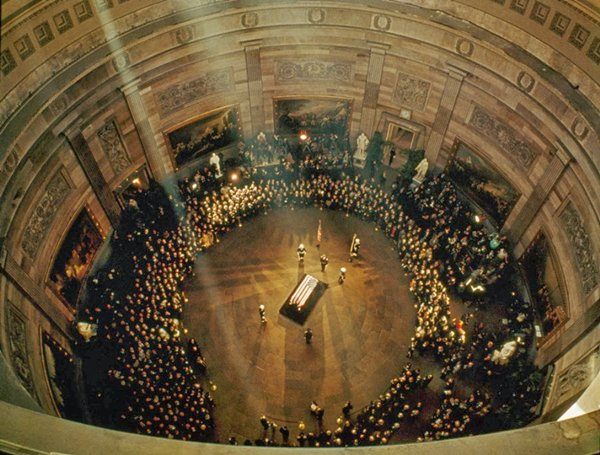 historical-photos-jfk-coffin-lies-in-state-1963