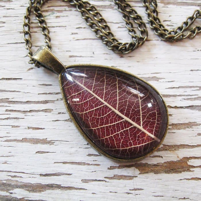 oval-red-leaf