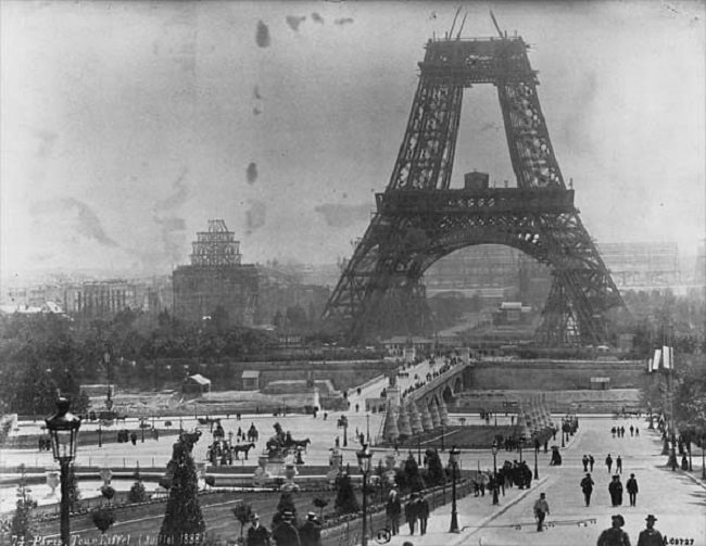 photos-from-the-past-eiffel-tower-1888