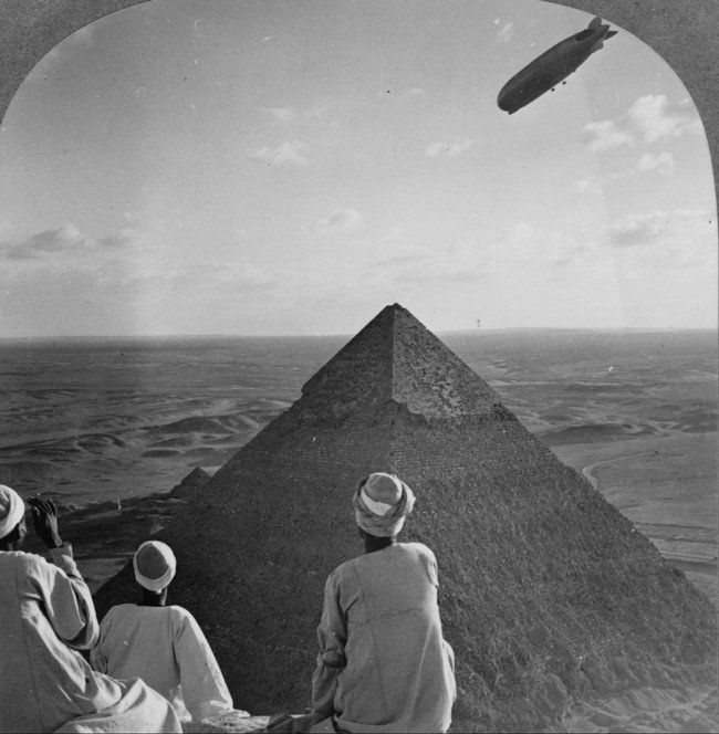 photos-from-the-past-zeppelin-pyramids-1931