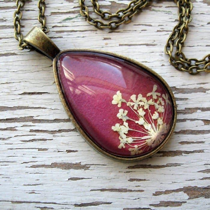 purple-oval-white-flowers