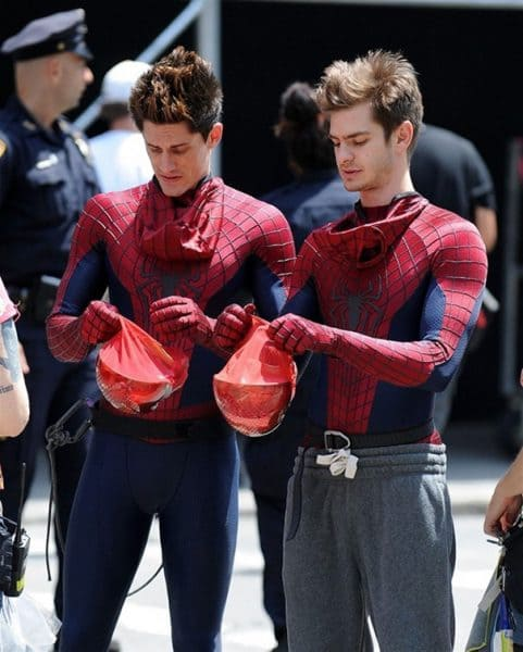 20+ Actors With Their Body Doubles Show Your Whole Life