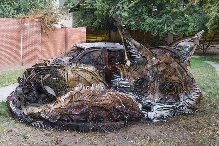 trash-animal-sculpture-artur-bordalo-car-fox