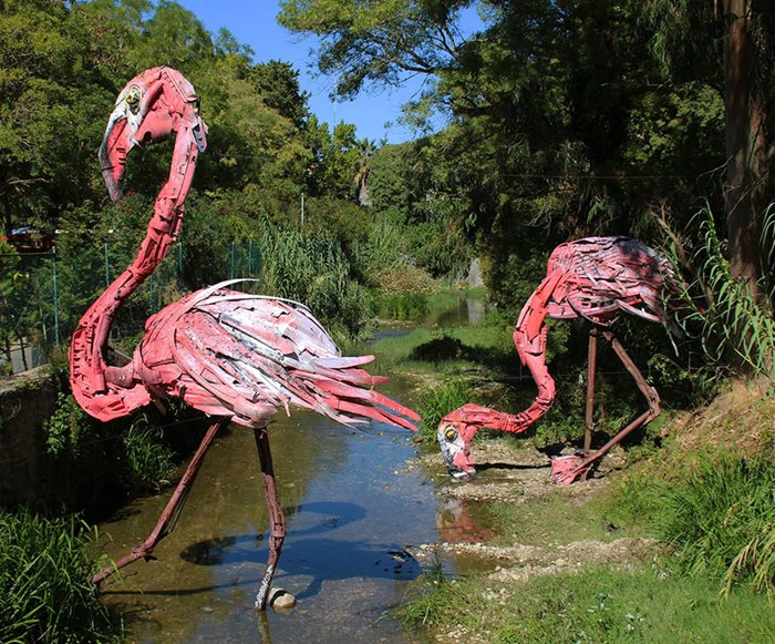 trash-animal-sculpture-artur-bordalo-river-flamingos