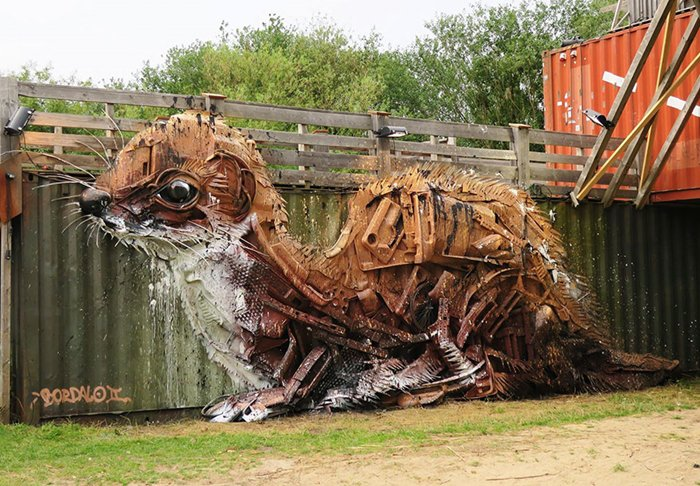 trash-animal-sculpture-artur-bordalo-weasel-scrap-metal