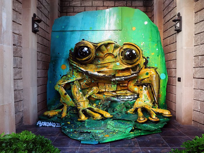 trash-animal-sculpture-artur-bordalo-yellow-frog
