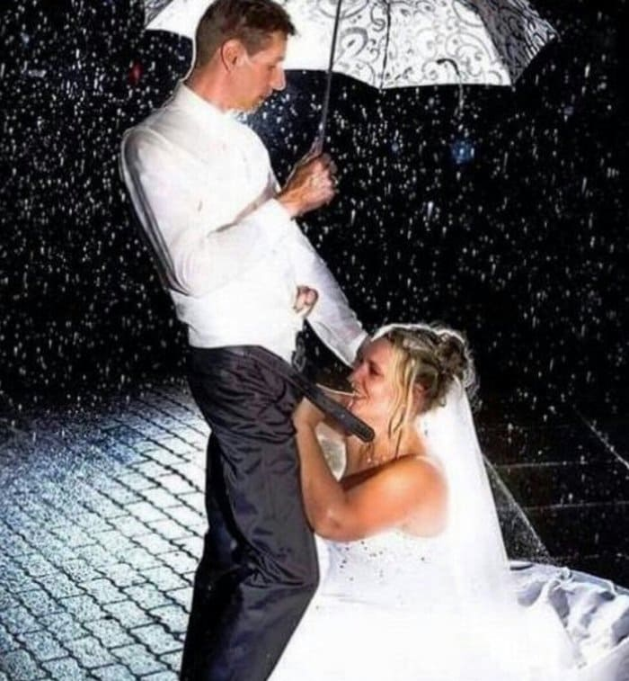 13 Of The Most Cringeworthy Wedding Photos Ever