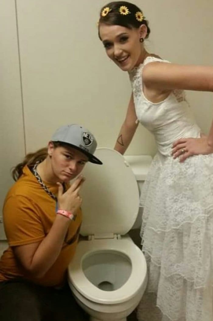 wedding-cringe-toilet