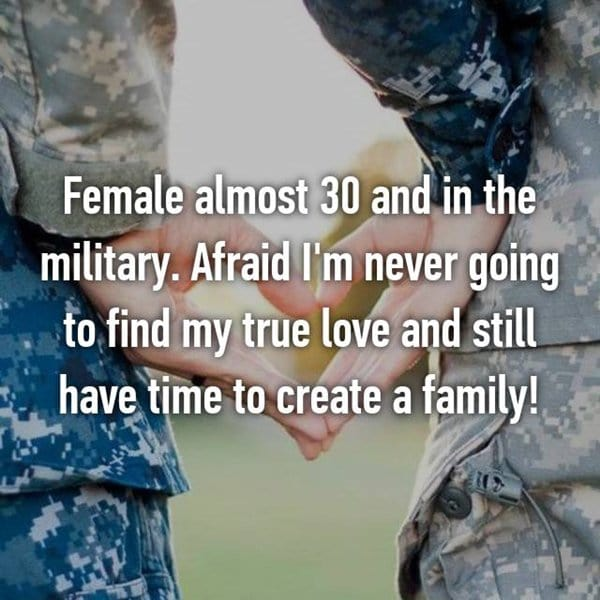 women-in-military-love-family