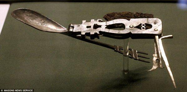 artifacts-roman-multi-tool-1800-years-old
