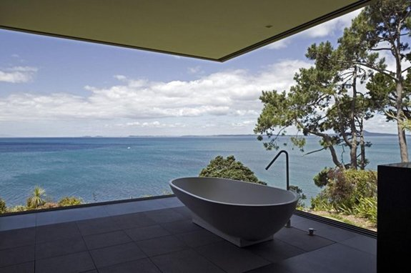 coolest-baths-ever-overlooking-sea