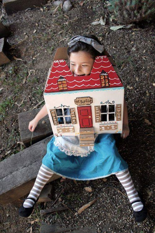 cute-halloween-costumes-alice-stuck-in-house