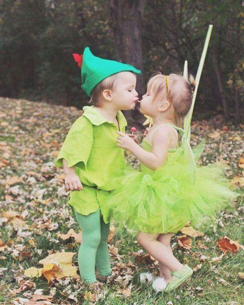 cute-halloween-costumes-peter-pan-tinkerbell