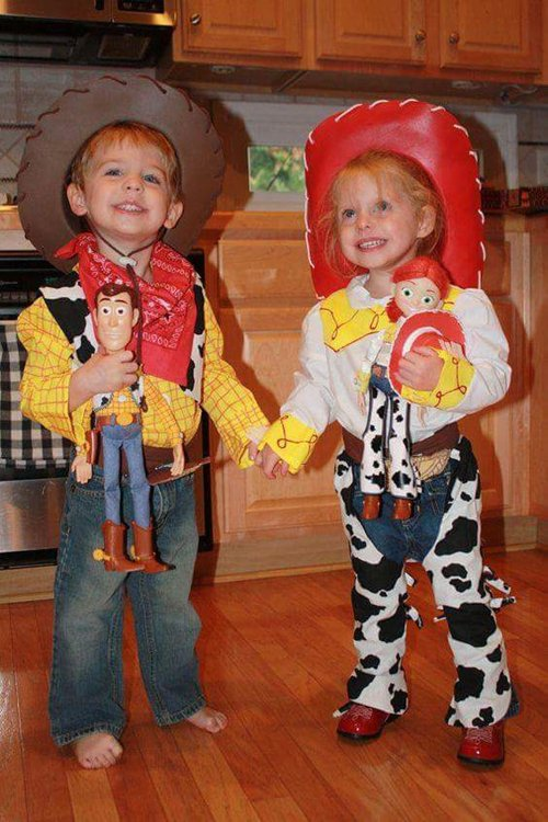 cute-halloween-costumes-toy-story-woody-jessie