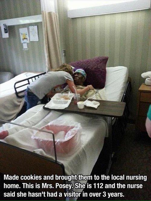 feel-good-photos-cookies-to-nursing-home