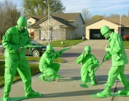halloween-costumes-toy-soldiers