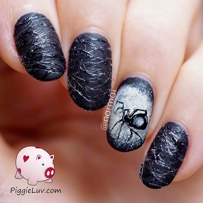 halloween-creepy-nail-art-cobwebs