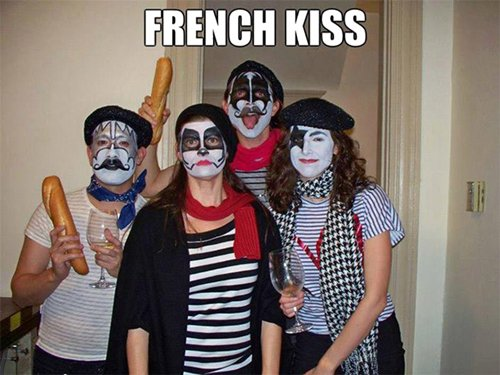 halloween-puns-french-kiss