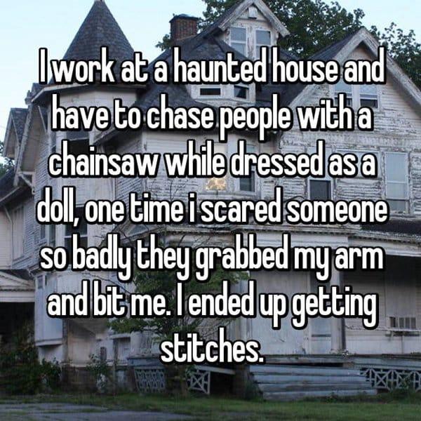 haunted-house-workers-got-bitten
