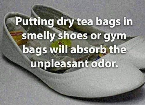 life-hacks-tea-bags-shoe-odor