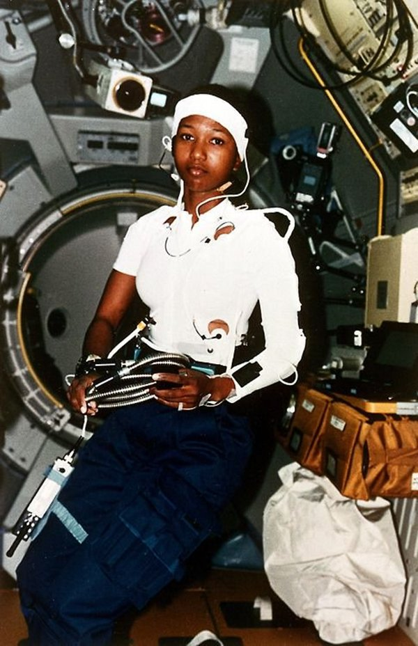 old-photos-dr-mae-jemison-first-black-woman-in-space-1992