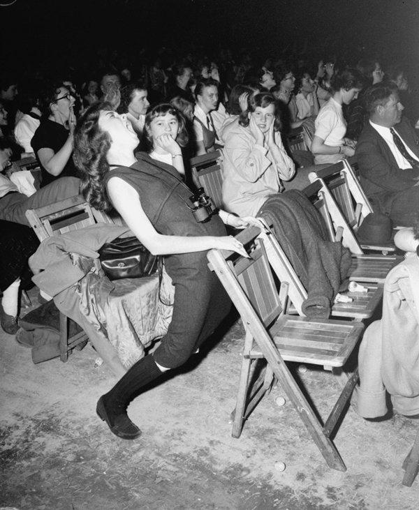 old-photos-teen-elvis-concert-april-1957