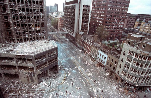 old-photos-wormword-street-london-after-ira-bomb-24-april-1993