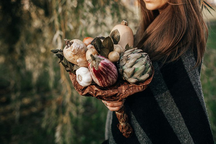 bouquet-from-artichoke-eggplant-potatoes-black-radish-bay-leaves