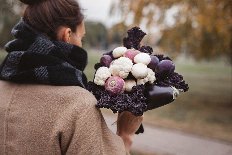 bouquet-from-cauliflower-eggplant-mushrooms-plums-radishes