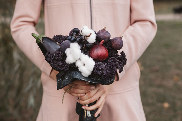 bouquet-from-purple-kale-eggplant-onions-and-figgs